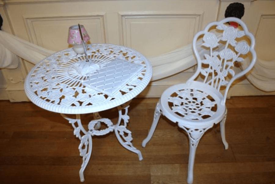 tisch stuhl set m bel verleih dekoverleih. Black Bedroom Furniture Sets. Home Design Ideas
