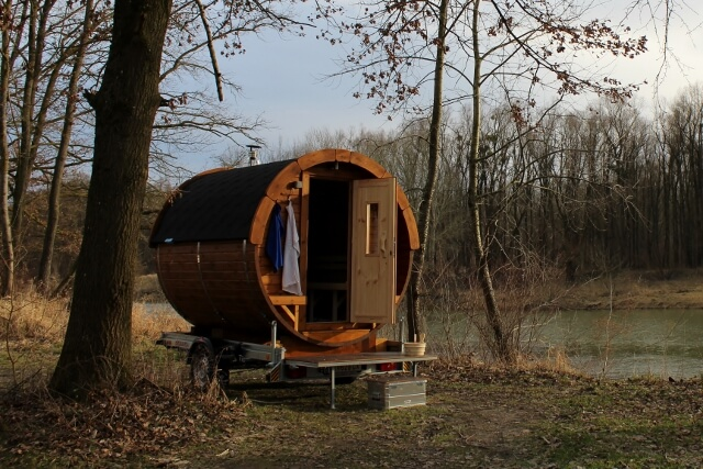 Mobile Sauna MIETEN - Miete dein privates Saunafass auf Anhänger. Ideal als Geschenk, Feier, Party, Urlaub, Event, oder für Dich!