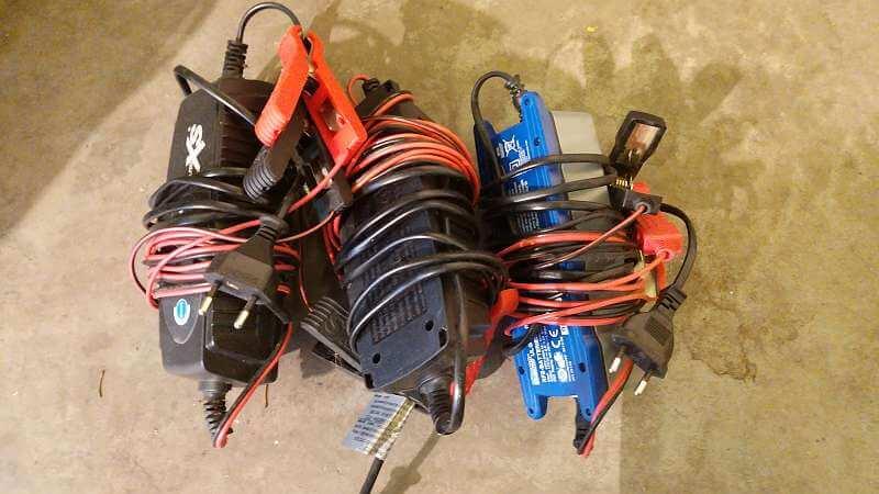 Ladegeräte für Motorrad- und Autobatterie